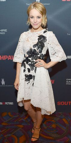 Rachel McAdams fused sweet and sexy at the Southpaw screening in a white lace asymmetric frock with black applique flowers embroidered along the bodice. Black delicate sandals completed her look.