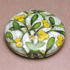 長谷川房代 有線七宝蓋物「宿木」 Metal Texture, Vitreous Enamel, Enamels, Enamel Jewelry, Mistletoe, Art Object, Flower Prints, Rock Art, Art Decor
