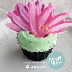 This DIY Chocolate Cupcake Topper Is the perfect decor for your next party! This DIY Chocolate Cupcake Topper Is the perfect decor for your next party! Fondant Frosting Recipe, Easy Buttercream Frosting, Cupcake Frosting, Fondant Cupcakes, Fun Cupcakes, Frosting Recipes, Cupcake Cakes, Baking Cupcakes, Pink Frosting