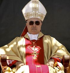 Le cardinal Bertone devolve 150.00 euros a un hospital