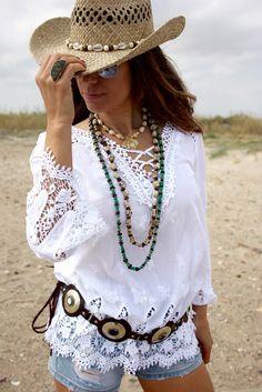 Blusa blanca crochet estilo Boho. Short denim. Cinturon Hippie de cuero y metal. Sobrero Beach. Collares de semillas, gargantilla de hueso y un espectacular anillo de ámbar y plata. Proponemos este look para destacar en las tardes de beach y chill-out. www.youonlyou.com