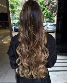 Trendy Hair Balayage Caramel Long, You can collect images you discovered organize them, add your own ideas to your collections and share with other people. Long Layered Hair, Long Hair Cuts, Wavy Hair, Dyed Hair, Cabelo Ombre Hair, Balayage Hair, Brunette Hair, Hair Highlights, Caramel Highlights