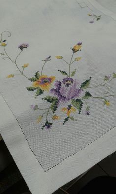 This Pin was discovered by Ago Cross Stitch Boarders, Cross Stitch Love, Cross Stitch Flowers, Cross Stitch Kits, Cross Stitch Charts, Cross Stitch Designs, Cross Stitching, Cross Stitch Embroidery, Hand Embroidery