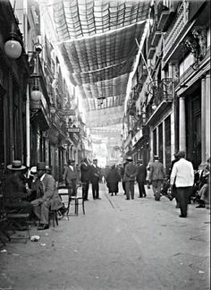 Calle Sierpes, Sevilla.1920 Spain History, Andalusia, Greece, The Past, Barcelona, Street View, Exterior, World, City