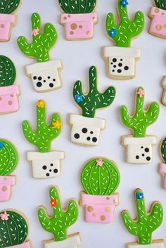 The prettiest cacti cookies ever! by Johanie Les Biscuits. Perfect cactus cookies for a fiesta birthday party! Galletas Cookies, Iced Cookies, Cute Cookies, Royal Icing Cookies, Cupcake Cookies, Sugar Cookies, Cookie Favors, Baking Cookies, Birthday Cookies