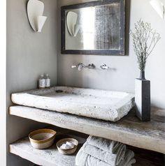 Mooie badkamer met een hele stoere wasbak !