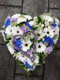 #autoschmuck #hochzeit #wedding #flowers #blau #lila #weiss #hochzeitsplaner #weddingplanner #berlin Foto: www.sarahlinow.de