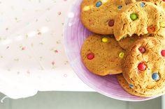 deliciosas galletas con lacasitos http://cakepuntcom.blogspot.com.es/2015/04/cookies-blandas-con-lacasitos.html