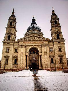 Basilica in winter - Budapest, Hungary absolutely stunniiiiiinnnggg