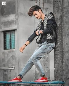 45 Stylish Photoshoot Poses For Boys To Look Fashionable - Her Gazette Best Poses For Boys, Photo Poses For Boy, Good Poses, Poses Pour Photoshoot, Men Photoshoot, Photoshoot Images, Fitness Photoshoot, Portrait Photography Poses, Photography Backdrops