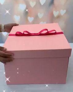 Birthday Gifts For Boyfriend Diy, Cute Boyfriend Gifts, Bff Birthday Gift, Birthday Gifts For Best Friend, Diy Crafts For Gifts, Diy Gifts Videos, Diy Best Friend Gifts, Cadeau Surprise, Flower Box Gift