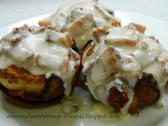 Bacon Cinnamon Rolls with Bacon & Cream Cheese Frosting