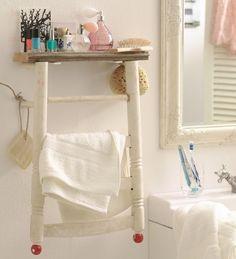 Oh, wie hübsch! Selbstgemachter Shabby Chic im Badezimmer – ein alter Stuhl bezaubert als Badregal
