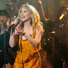 Kylie Minogue, stuns in yellow polka dot dress Lovely Dresses, Beautiful Outfits, Kylie Minogue Hair, Great Team, Pop Singers, Never Too Late, Blow Dry, Picture Video, Polka Dots