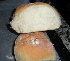 Mi hermana Maribel ha preparado unos bollitos tiernos de pan que le han quedado de maravilla. Bien con mantequilla y mermelada o con jamonci...