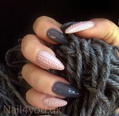Gele negle med uv gele Natural Pale og Mr Grey. Nail art mønster er lavet med en gele pensel. Gele negle til fest eller hverdag, nemme at lave. Disse gele negle er hærdet i en uv lampe i 2 min. Kom på nail art negle kursus og lær at lave disse gele negle. Nail art gel nails, knitting nails