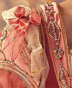 Lucrezia's closet wallpaper in The Lucrezia Borgia Club Italian Renaissance Dress, Medieval Gown, Medieval Costume, Renaissance Era, Lucrezia Borgia, The Borgias, 15th Century Fashion, Sleeping Beauty Ballet, Elizabethan Fashion