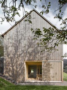 Haus Für Julia Und Björn | Innauer-Matt Architekten [Image © Adolf Bereuter, Dornbirn]