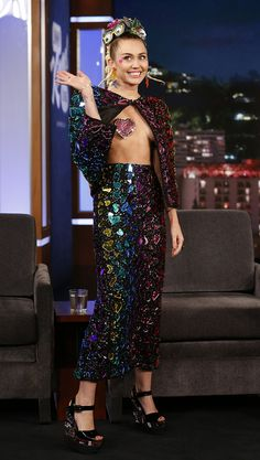 Miley Cyrus show's off her avant-garde style on the Jimmy Kimmel Show