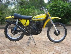 Just how To Find The Very Best Bicycle Framework Looking Beyond Its Paint - Bike riding Suzuki Dirt Bikes, Suzuki Motocross, Mx Bikes, Motocross Racing, Suzuki Motorcycle, Motocross Bikes, Vintage Motocross, Cool Motorcycles, Vintage Motorcycles