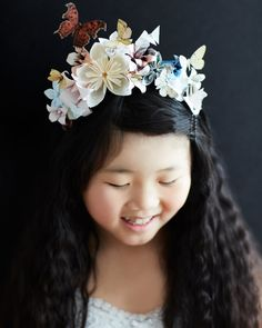 Stunning origami flower headdress. Will have to remember this for Halloween.
