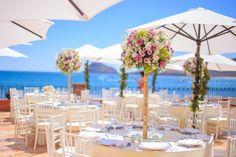 El paisaje es una gran fuente de inspiración para la decoración de bodas en la playa. No te pierdas estas increíbles y originales ideas.