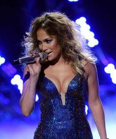 'American Idol': Jennifer Lopez denies she's quitting.