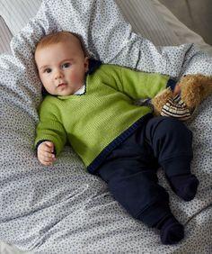 Babypulli mit V-Ausschnitt Gratis Strickmuster #stricken #Baby #RedHeart