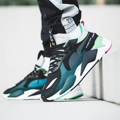 Design and style and boulevard footwear, search our number of modern streetwear sneakers and tennis sneakers. Sneakers Fashion Outfits, Dress With Sneakers, Fashion Shoes, Fashion Black, Puma Sneakers, New Sneakers, Green Sneakers, Sneakers Workout, Sneakers Women