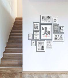 muurcollage met trouwfoto's en prints in lijstjes