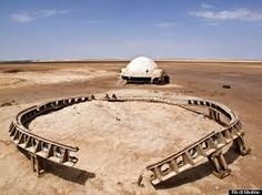 Remnants of Abandoned Star Wars Sets in Morocco and Tunisia are reminiscent of ancient ruins. These are photos of abandoned sets from the George Lucas film. Star Wars Film, Star Wars Set, Abandoned Buildings, Abandoned Places, Abandoned Film, City Buildings, Star Wars Decor, Spiegel Online, New Zealand