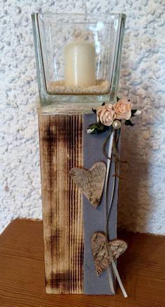 Windlicht auf Holzblock grau