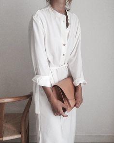 d238aa50 ⋆ᏞᎪᏙᏆᏚᎻᎬᎠ ᏆN ᏢᎬᎡFᎬᏟᎢ ᏩᎡᎪᏟᎬ⋆ Beige Outfit, Minimal White Dress, White Tunic,