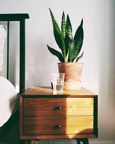 bedroom // bedside table