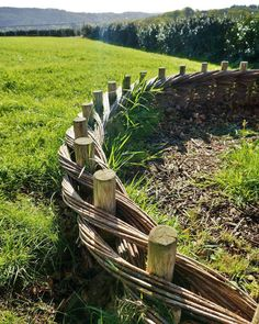 Landscaping With Rocks - How You Can Use Rocks Thoroughly Within Your Landscape Style Salix Wattle Borders By Garden Lectures Garden Gates, Garden Art, Easy Garden, Big Garden, Cerca Natural, Wattle Fence, Garden Edging, Fence Design, Garden Structures