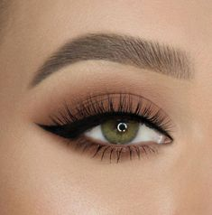 """Too Faced Cosmetics on Instagram: """"Wing it like @makeupbyevva! ������ She pairs our Better Than Sex Eyeliner and Natural Lust Eye Shadow Palette to get this look! #toofaced"""" #HowToApplyEyeliner Makeup Eye Looks, Eye Makeup Art, Eye Makeup Tips, Skin Makeup, Eyeshadow Makeup, Makeup Inspo, Smokey Eye Makeup, Makeup Ideas, Makeup Products"""