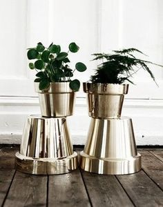 DIY High Gloss Gold Spray Paint on pots, or other bottles, containers, etc. to give a little flair to a room or space. DIY High Gloss Gold Spray Paint on…