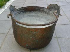 Caldiera par la lìssia (miscuglio di cenere e acqua bollente usato un tempo per lavare i panni) di mia nonna Rosa detta Bianca. Roba anni '30.