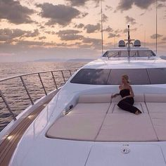 Super yachts travel pour it up luxury yachts, luxury lifestyle, luxury life. Boujee Lifestyle, Luxury Lifestyle Women, Wealthy Lifestyle, Billionaire Lifestyle, Luxe Life, Life Of Luxury, Luxury Living, Luxury Travel, Life Is Good