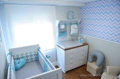 Composição: Tricoline 100% Algodão Tamanho: padrão americano (1,30 x 0,70m) Contém: 01 cabeceira, 02 laterais e 1 peseira (rolo) Capa removível para lavagem completa. Enchimento feito com espuma especial e manta acrílica, forrado com TNT. Itens Opcionais: Manta Berço Tricô Saia de berç... Baby Boy Room Decor, Nursery Room Decor, Baby Bedroom, Baby Boy Rooms, Baby Boy Nurseries, Kids Bedroom, Newborn Room, Baby Room Neutral, Decoration