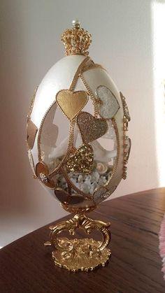 Egg Crafts, Easter Crafts, Fabrege Eggs, Types Of Eggs, Egg Shell Art, Crystal Egg, Carved Eggs, Easter Egg Designs, Fotografia Macro