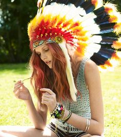 Something so cool about an Indian headdress! American Indian Art, Native American Indians, Native Americans, Tribal Warrior, Red Indian, Indian Style, War Bonnet, Feather Painting, Body Painting