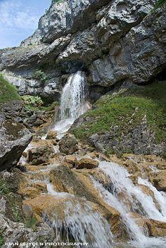 Gordale Scar Waterfall, Malham, Yorkshire Dales, North Yorkshire, England
