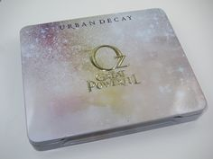 I just got mine and its utterly gorgeous. it includes a lip pencil and face card. Urban Decay Glinda Palette