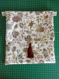tutorial para hacer un bolso bandolera Potli Bags, Snack Bags, My Bags, Origami, Sewing Patterns, Projects To Try, Boss, Patches, Embroidery