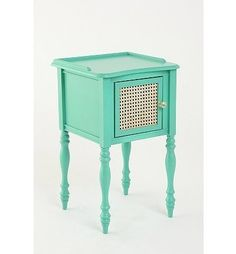 such a cute nightstand.... this would be adorable in a dorm room. I shall put in mine! oh wait.... I live in a barrack