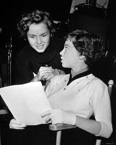 Debbie Reynolds stops by the An American in Paris set and talks to the film´s star, Leslie Caron