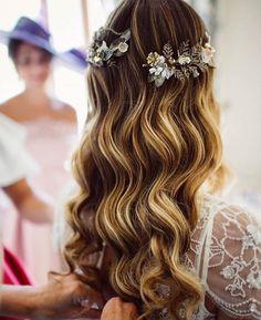 """1,273 Me gusta, 12 comentarios - @atodoconfetti en Instagram: """"A veces, unas ondas al agua y una corona-joya puede ser la mejor opción #novia #boda #hairdo…"""""""