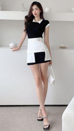Beautiful Asian Women, Beautiful Legs, Beautiful Dresses, Asian Fashion, Fashion Art, Fashion Beauty, Fashion Design, Female Shorts, Massage