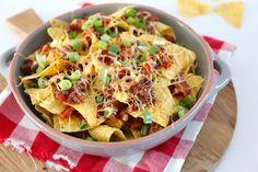 Deze nachos met gehakt zijn echt verrukkelijk! Serveer ze met zelfgemaakte guacamole en eventueel een salsadip en geniet maar!
